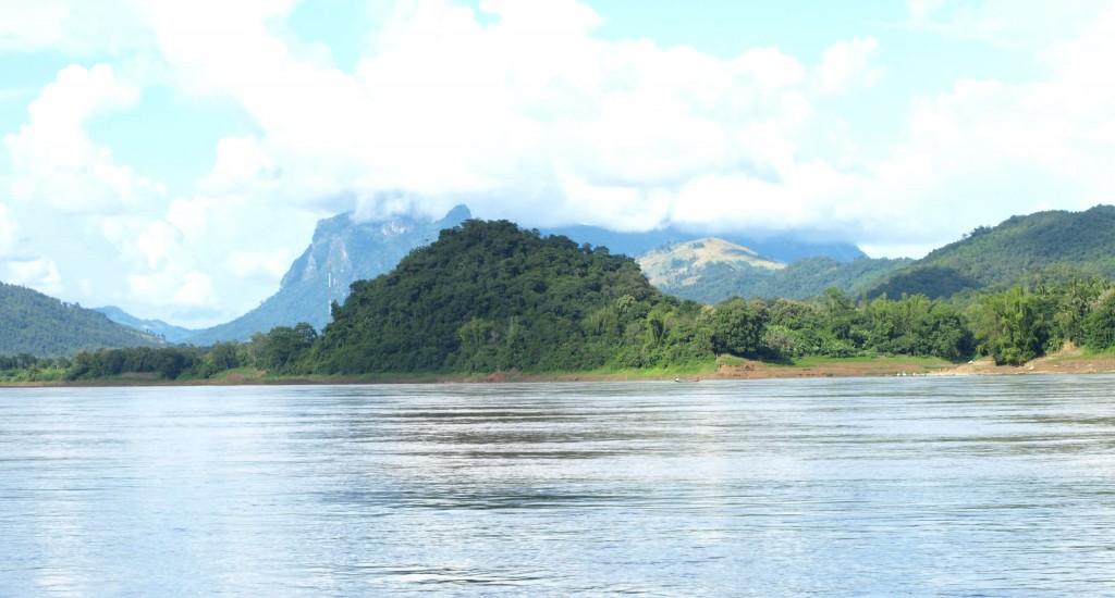 Mekong_River_Luang_Prabang_Laos_Wiki